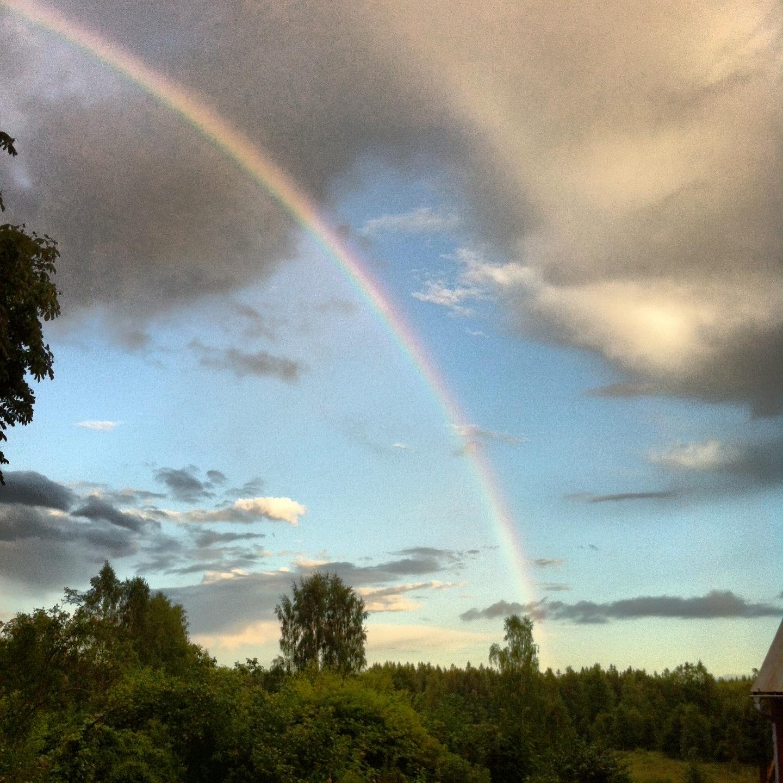 Hoppfull regnbåge över Stensjöäng